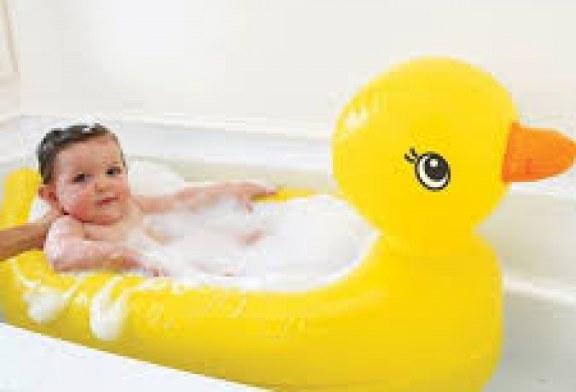استحمام نوزاد کاری دلچسب اما ظریف