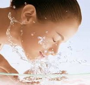 نحوه صحیح شست وشوی پوست صورت چگونه است؟