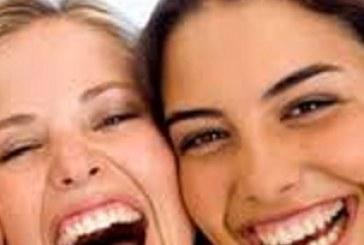 خندیدن چه فوایدی برای روح و جسم ما دارد؟
