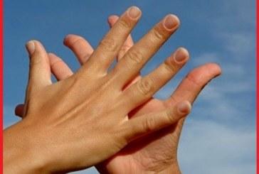 چرا کف دستمان عرق می کند و راه درمان چیست؟