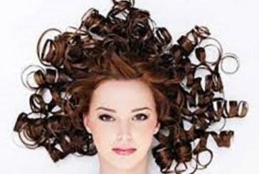 علت فرشدن موها چیست؟