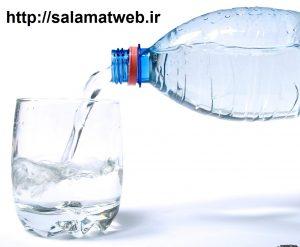 نوشیدن آب به مقدار زیاد سبب بروز مسمومیت می شود